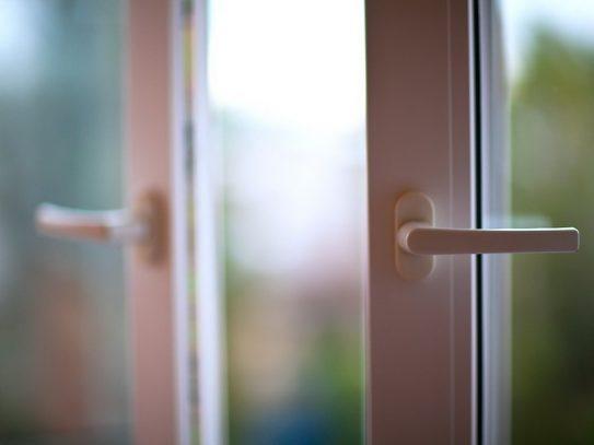 Жінка побачила відчинене вікно: стали відомими подробиці жахливого випадку в Ужгороді