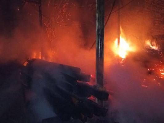 Пожежа в столярному цеху: вогонь гасили годину