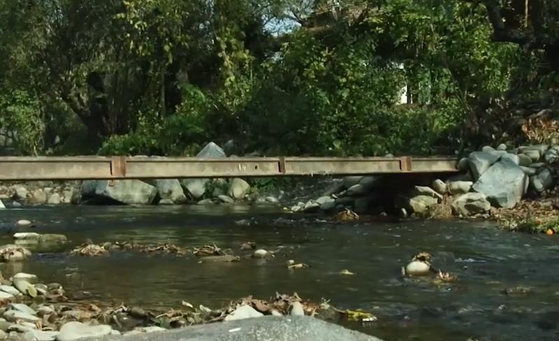 У Тур'ї Поляні відновлюють переправи, які зруйнував травневий паводок