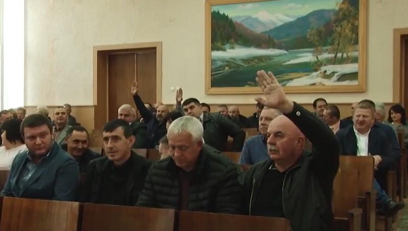 """""""Такого безладу у районі ще не було"""": на сесії Мукачівської райради виник скандал"""