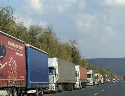 Перед КПП  «Ужгород» накопичилась черга із 350 вантажівок