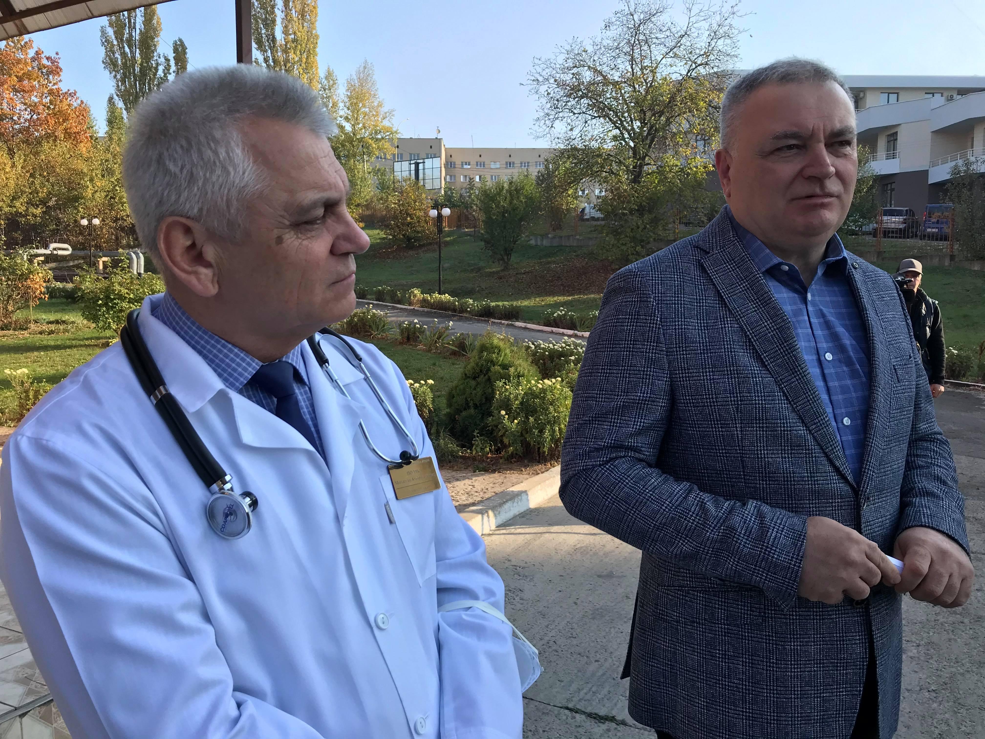 Ректор УжНУ відвідав студентів, у яких виявили дифтерію