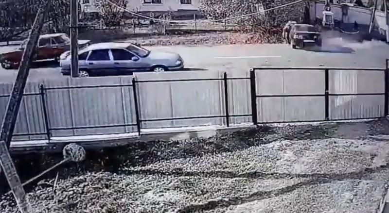 Відеокамери зафіксували момент жахливої аварії у селі Мирча