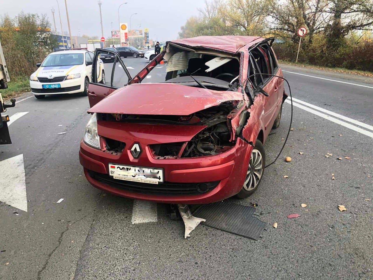 Резонансна ДТП: після аварії з машини зникли гроші і документи