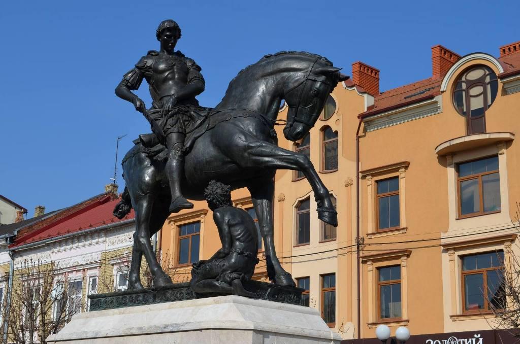 Цьогоріч День св. Мартина у Мукачеві відзначатимуть біля встановленої навесні скульптури
