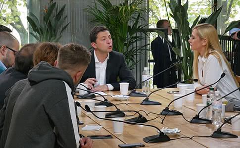 Зеленський доручив Кабміну розробити вимоги до новин у ЗМІ