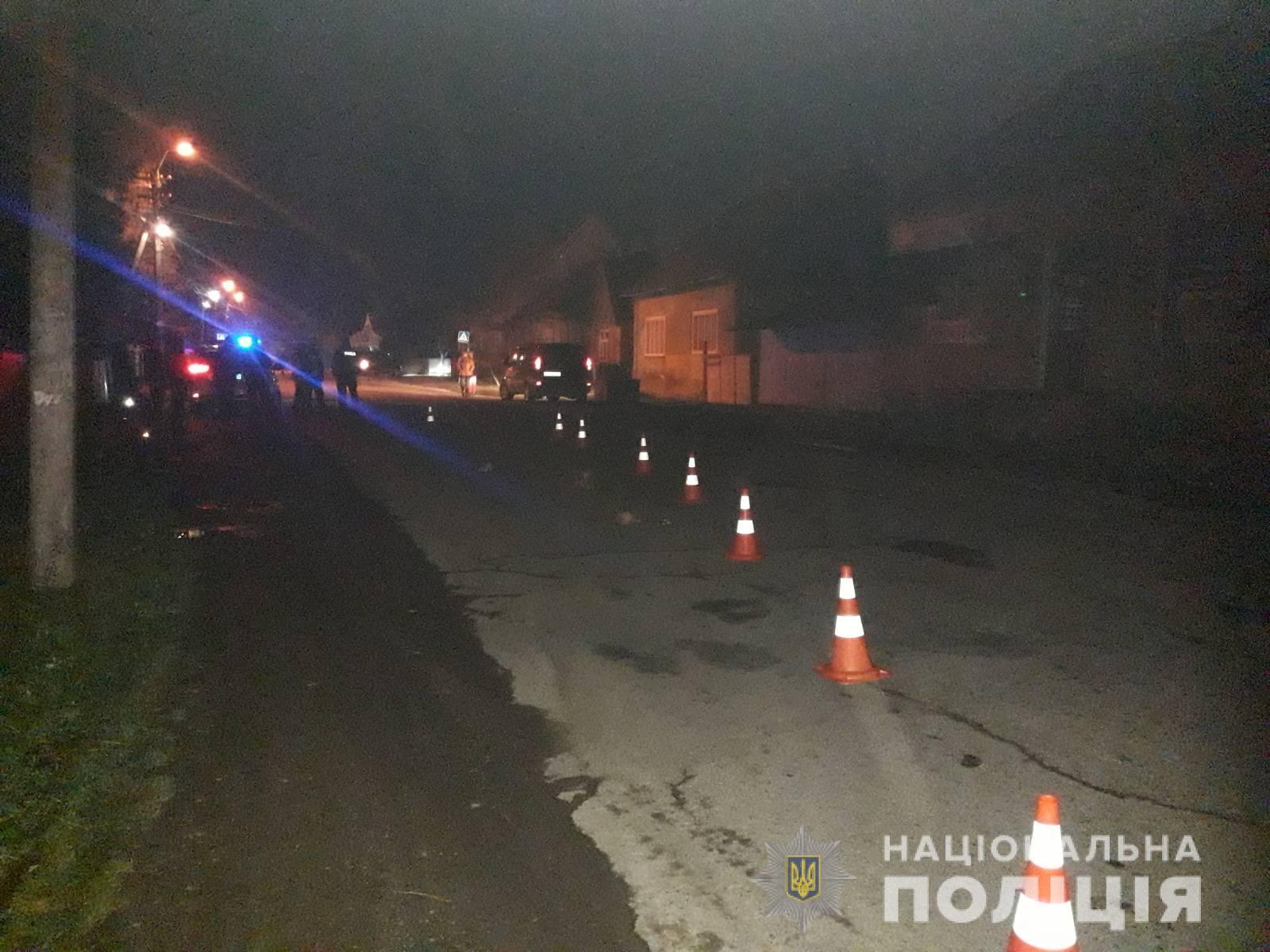 Під колеса автомобіля потрапила 93-річна жінка, яка, ймовірно, йшла посередині проїжджої частини