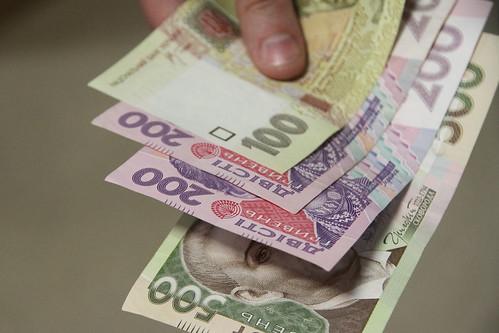Поклав гроші у робочу папку: як на Ужгородщині намагались підкупити поліцейського