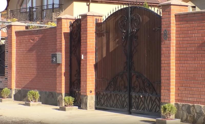 У двір мукачівської підприємиці Вікторії Райчинець кинули гранату: жінка розповіла про те, що трапилось