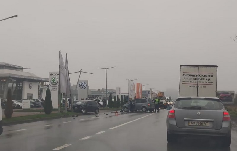 У Мукачеві зіткнулись два авто. Рух ускладнено