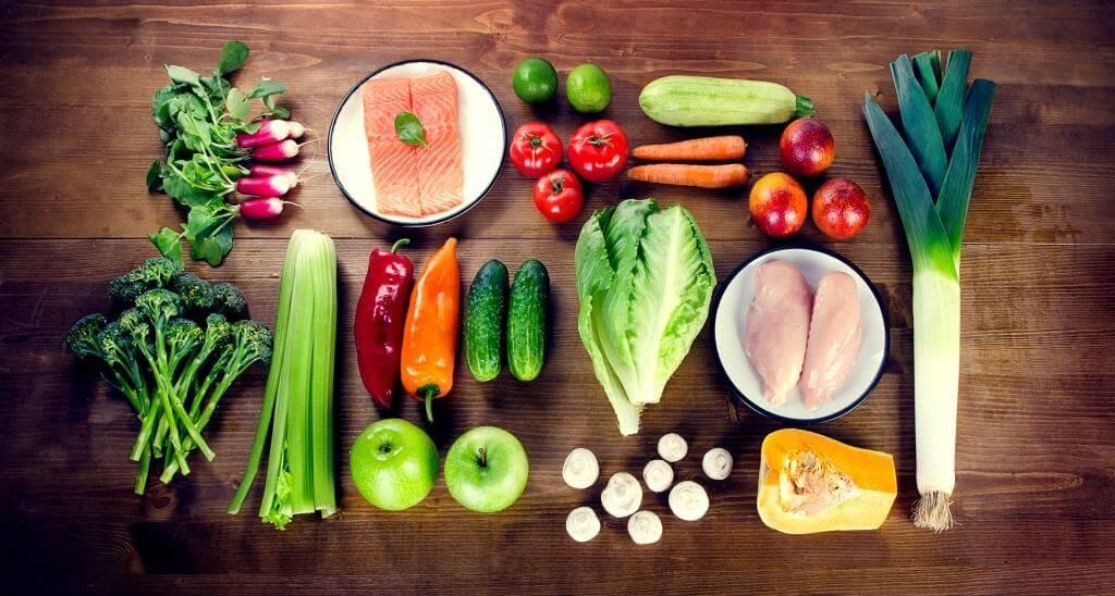 Названо суму, скільки в середньому українці витрачають на їжу за місяць