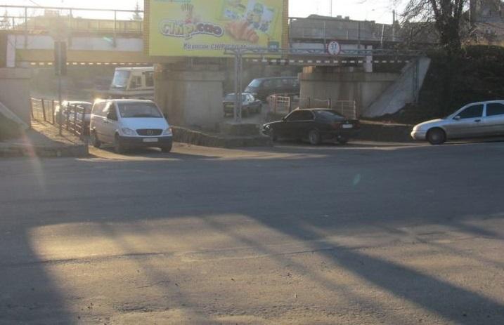 Завтра в Ужгороді перекриють рух під залізничним переїздом