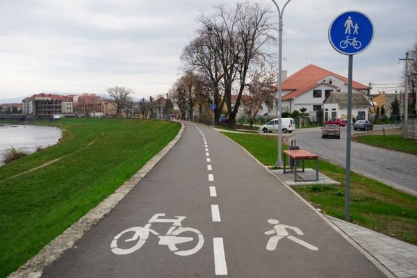 У Мукачеві звели велодоріжку протяжністю майже 3 км