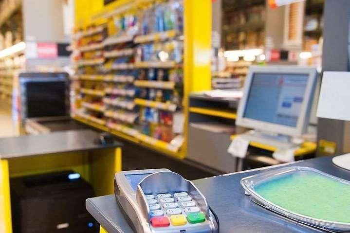 Українцям хочуть дозволити знімати готівку в касах торгівельних підприємств