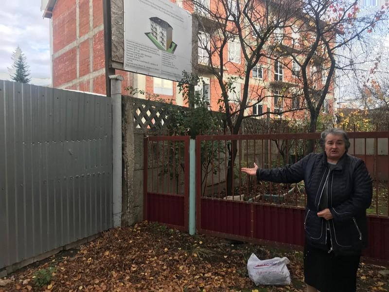 Скандальне будівництво у Мукачеві на вулиці Грушевського: до чого тут відомий мільярдер Алекс Роут