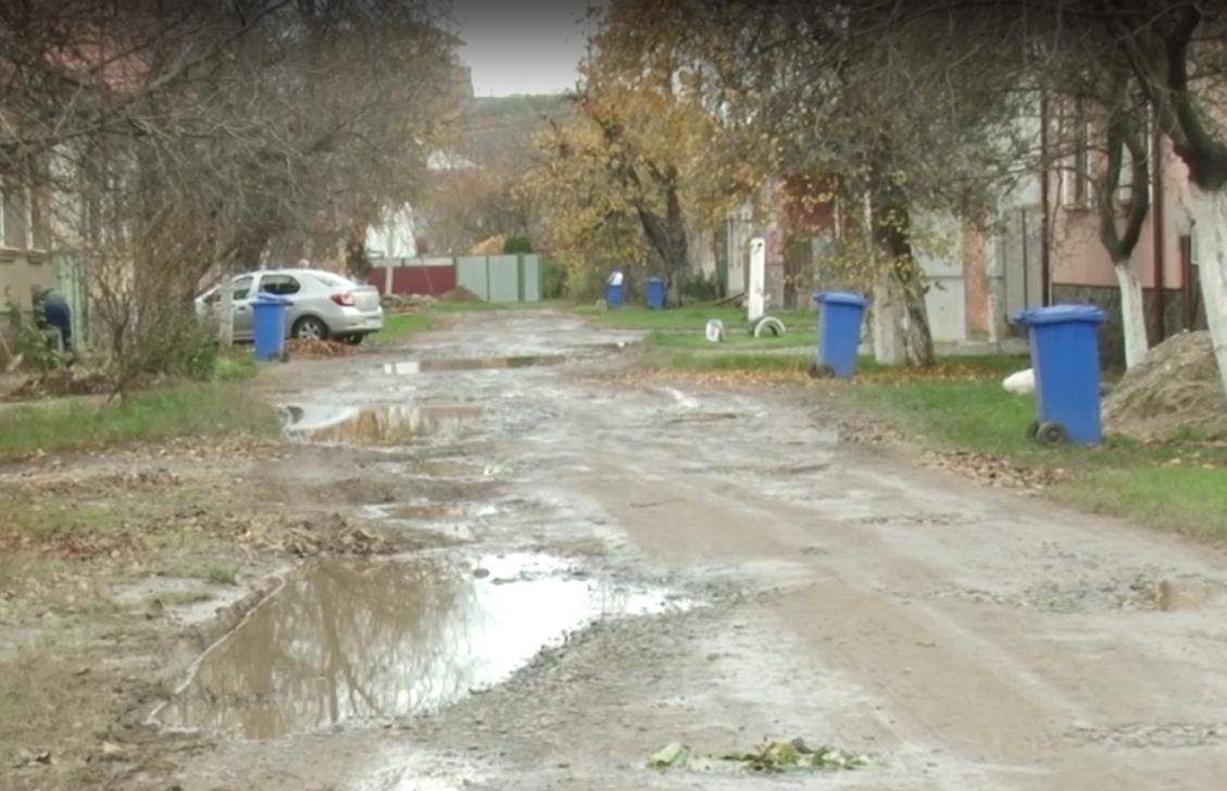 """Відсутні водопостачання та каналізація: мукачівці обурені станом мікрорайону """"Паланок"""""""