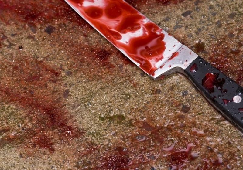Погрожував вбити: молодий чоловік поранив поліцейського ножем