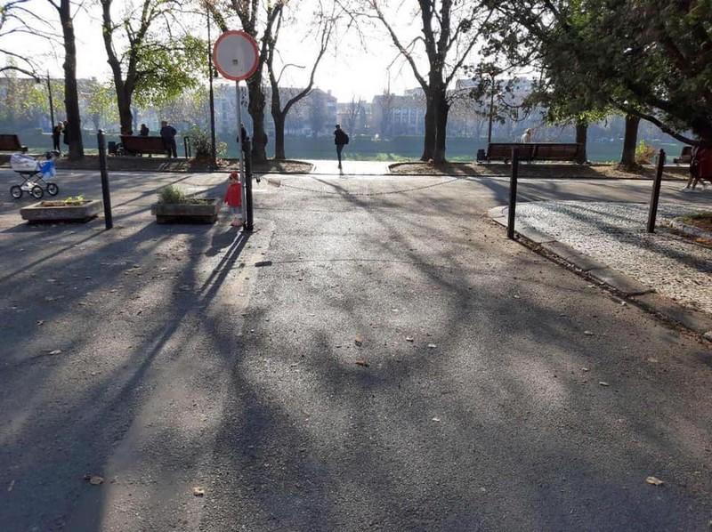 В Ужгороді водій євробляхи на 11 днів заблокував проїзд для місцевих мешканців