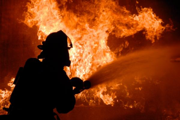 Серед ночі на Ужгородщині спалахнула пожежа