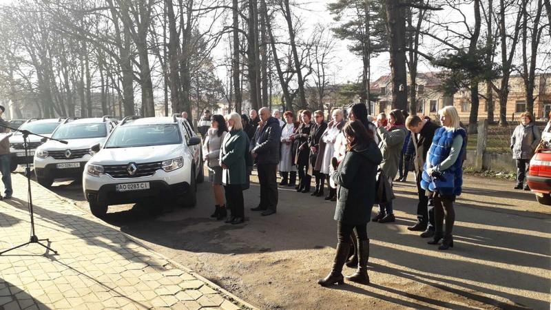 Амбулаторії Великоберезнянщини отримали три нові медичні автомобілі