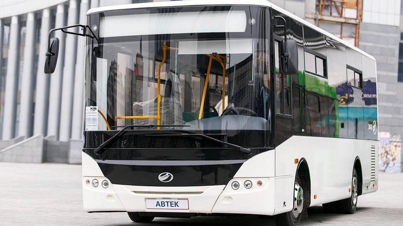 В Ужгороді тестують автобус, загальна пасажиромісткість якого 60 осіб