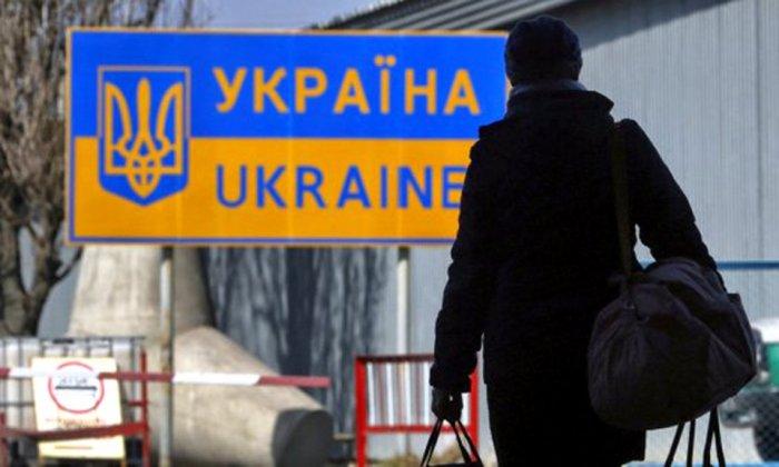 Скільки грошей заробітчани перерахують в Україну до кінця року: вражаюча сума