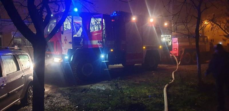 У Хусті під час пожежі врятували 2 людей і евакуювали 13 містян