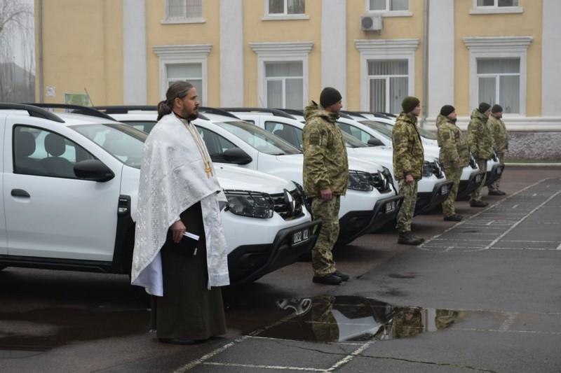 Закарпатські прикордонники отримали 5 нових позашляховиків