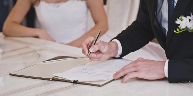 В Україні хочуть кардинально змінити процедуру реєстрації шлюбів та розлучень