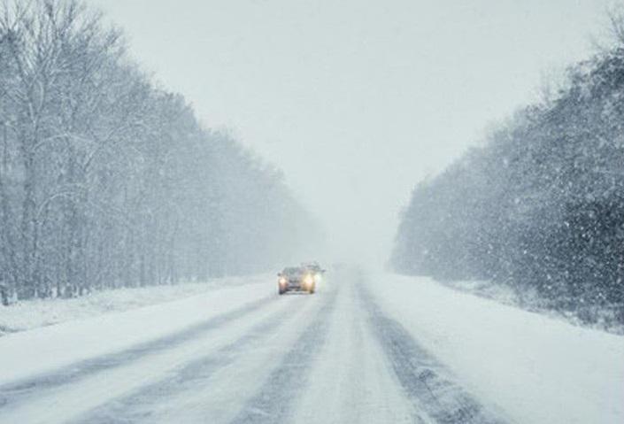 Зима прийшла: водіїв закликають подбати про безпеку під час поїздок