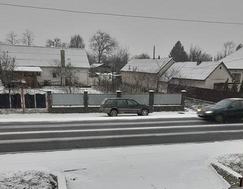 Перший сніг на Закарпатті: на трасі Київ-Чоп 2 грудня ускладнено рух