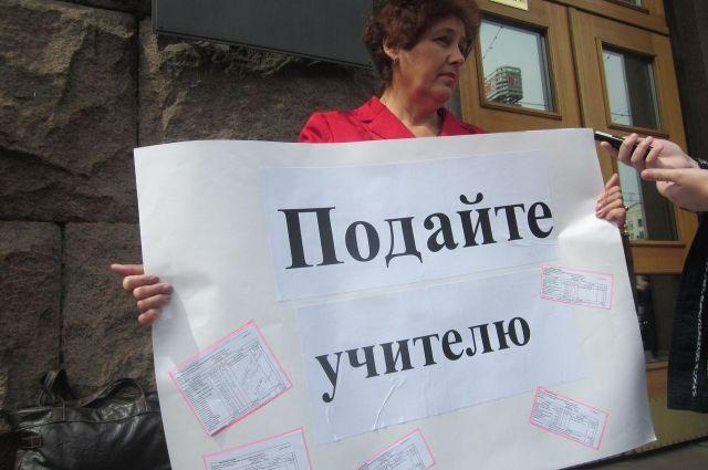 Прем'єр Гончарук хоче прив'язати зарплату вчителів до кількості учнів в школах