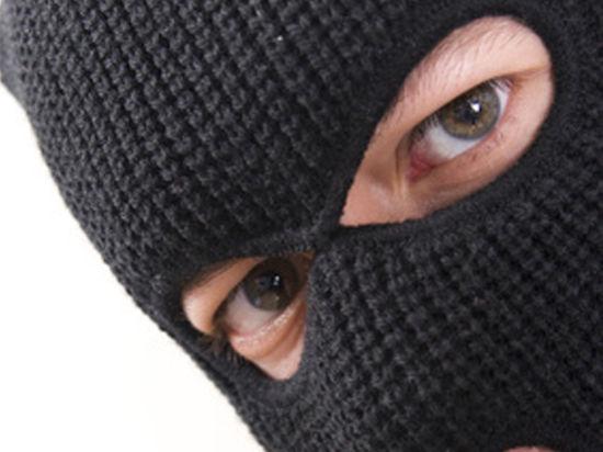У Мукачеві двоє чоловіків напали на жінку-підприємця