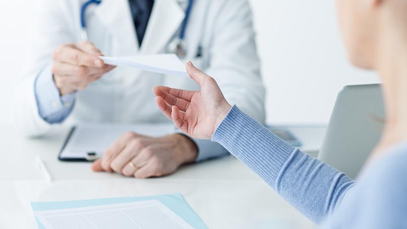 У медичних закладах Ужгорода почали видавати лікарняні листи