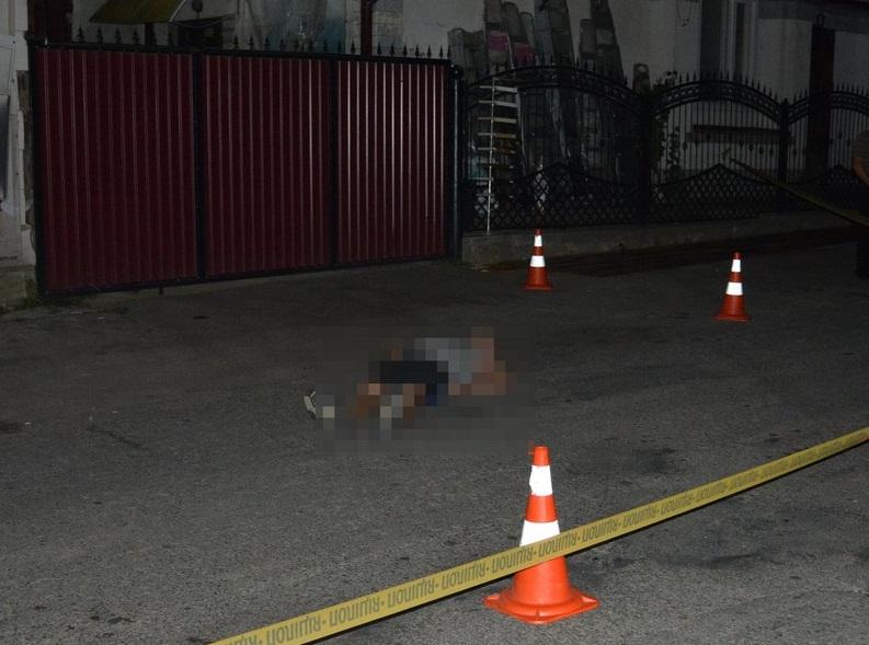 Біля кав'ярні жорстоко вбили молодого чоловіка. Нападника утримують під вартою