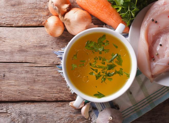 Лікарі радять під час холодів вживати м'ясні бульйони і багато овочів