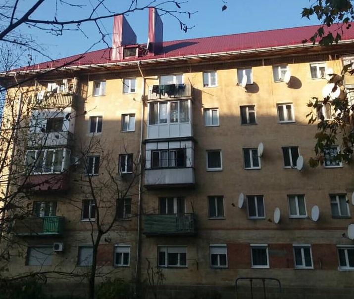 У Мукачеві відремонтували дах однієї з багатоповерхівок