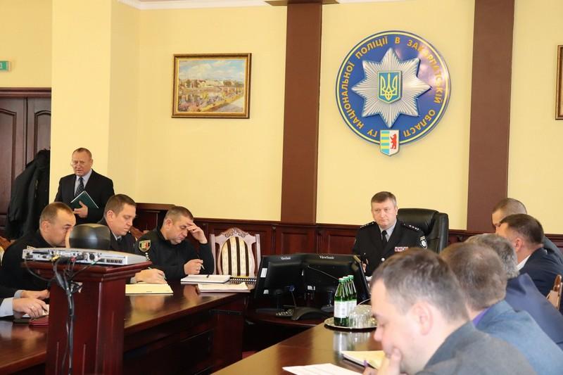 Патрульних, які в Мукачеві затримали чоловіка з гранатою, сьогодні нагородили