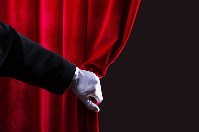 """Закарпаток запрошують на комедійну виставу """"Чоловіки за викликом"""""""