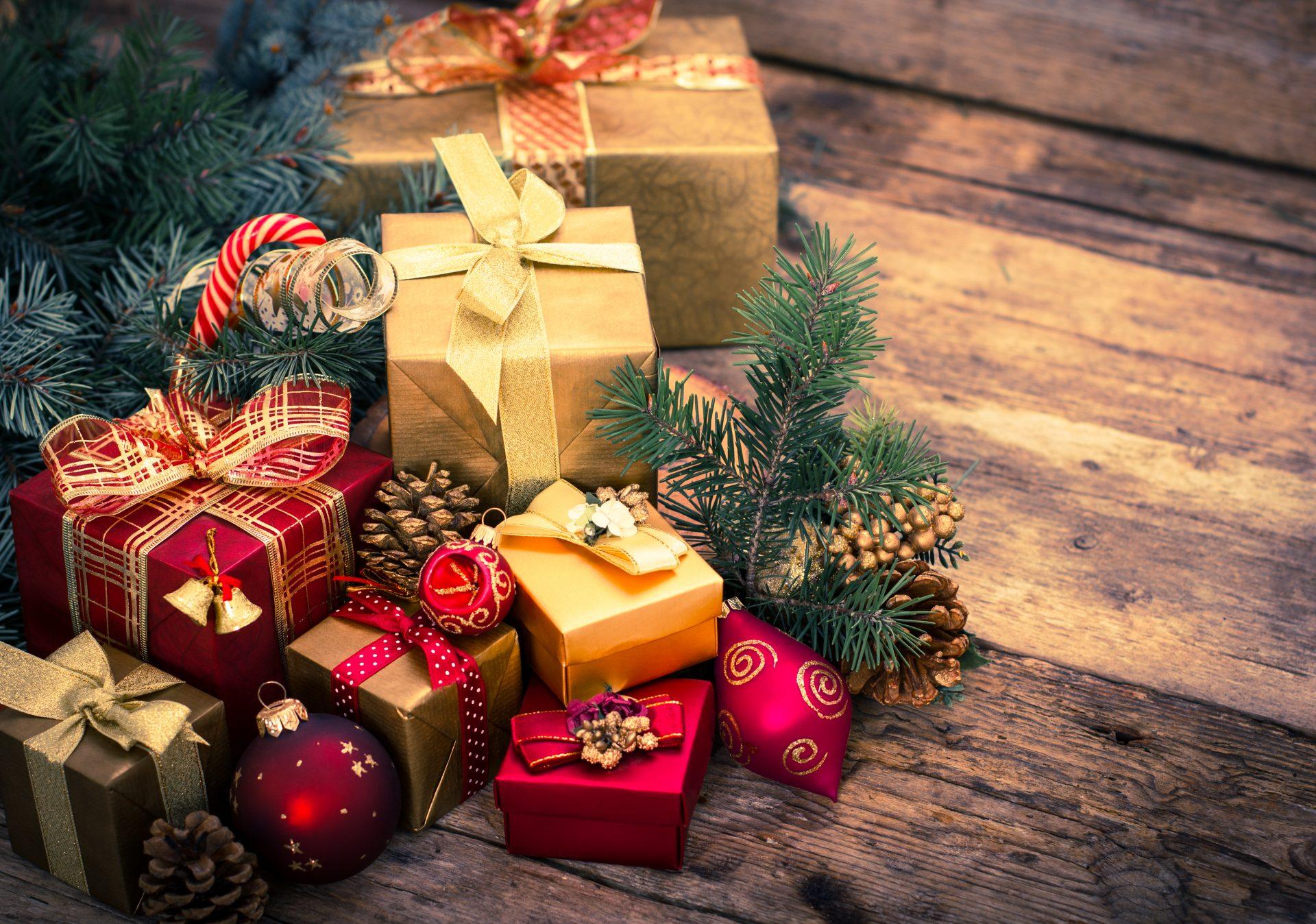Новорічні подарунки дітям, жінці, чоловіку, батькам, начальнику та колегам