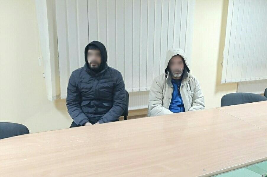 Біля кордону затримали підозрілих осіб