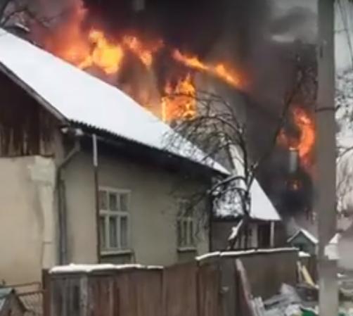 На Тячівщині горить магазин будівельних товарів, — соцмережі