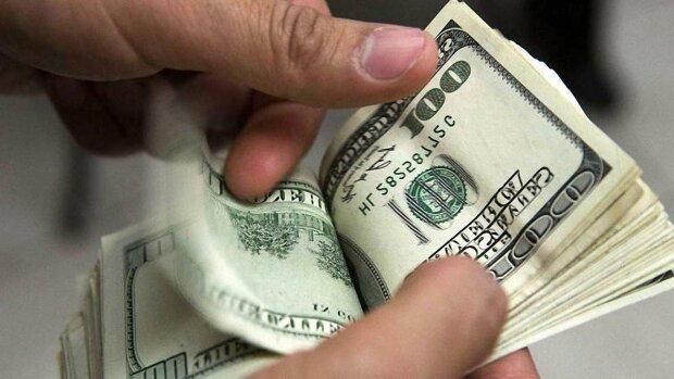 З понеділка долар упаде до нового рекордно низького рівня