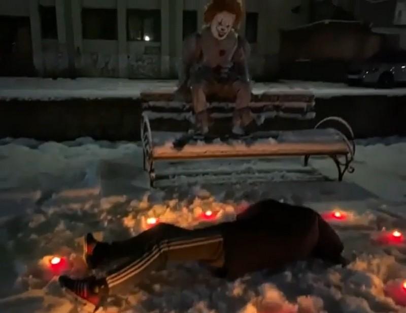 Клоун Пеннівайзер із фільму жахів Воно у Мукачеві: оприлюднено провокативні відео
