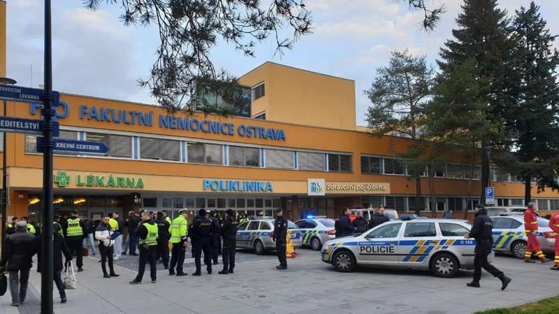 У Чехії в лікарні влаштували стрілянину. Загинуло кілька людей
