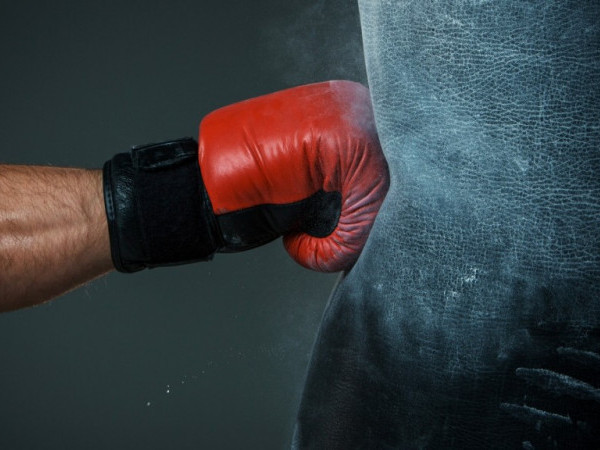 Молодий хлопець вкрав з магазину боксерську грушу
