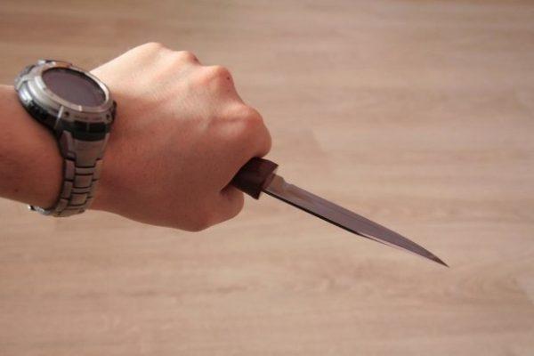 Вночі двоє молодиків погрожували перехожим ножем