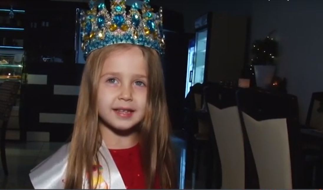Маленька ужгородка виборола корону мініміс на Всеукраїнському фестивалі краси