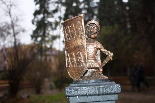 В Ужгороді з'явилась нова міні-скульптурка, вже 43-я за ліком