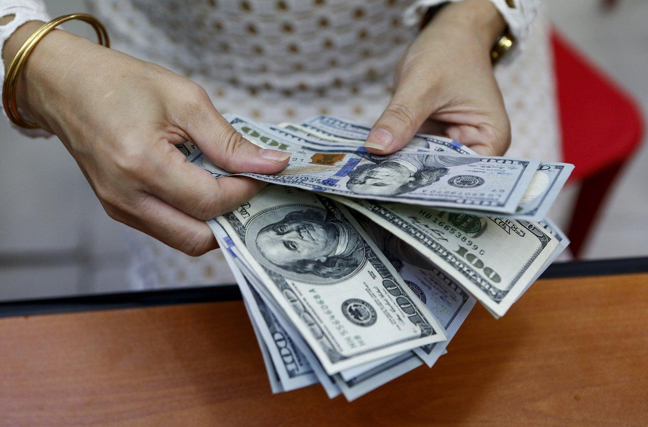 Заробітчани перерахували у 2019 році в Україну рекордну за часи незалежності суму грошей